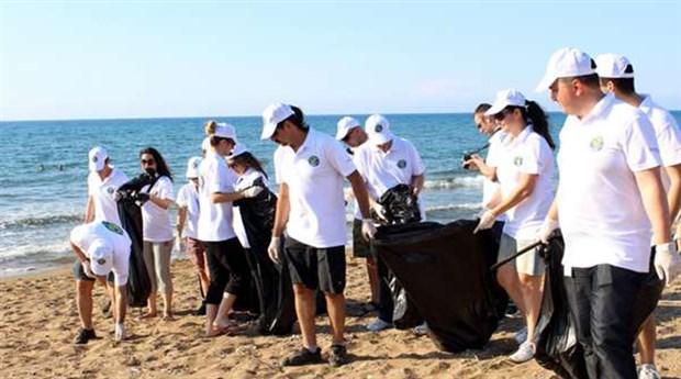 Kuzey Kıbrıs halkı, deniz kaplumbağaları için sahili temizliyor