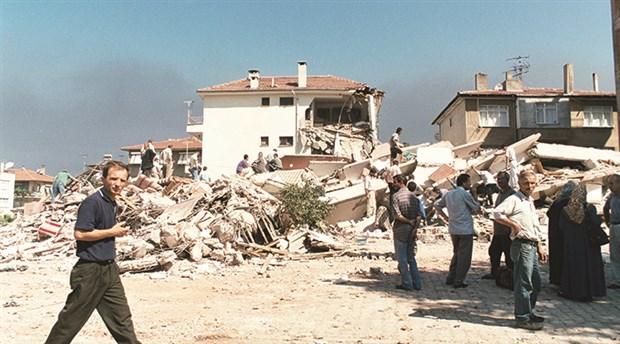 Deprem sonrası acil ulaşım yollarının % 12'si otopark oldu