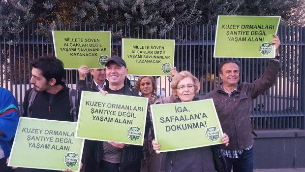 Yaşam savunucularından Cengiz Holding önünde protesto: Kuzey Ormanları'ndan elini çek!