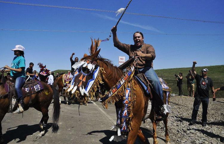 Yüzlerce Arkeolog Dakota Boru Hattına Karşı Kampanyaya Katılıyor