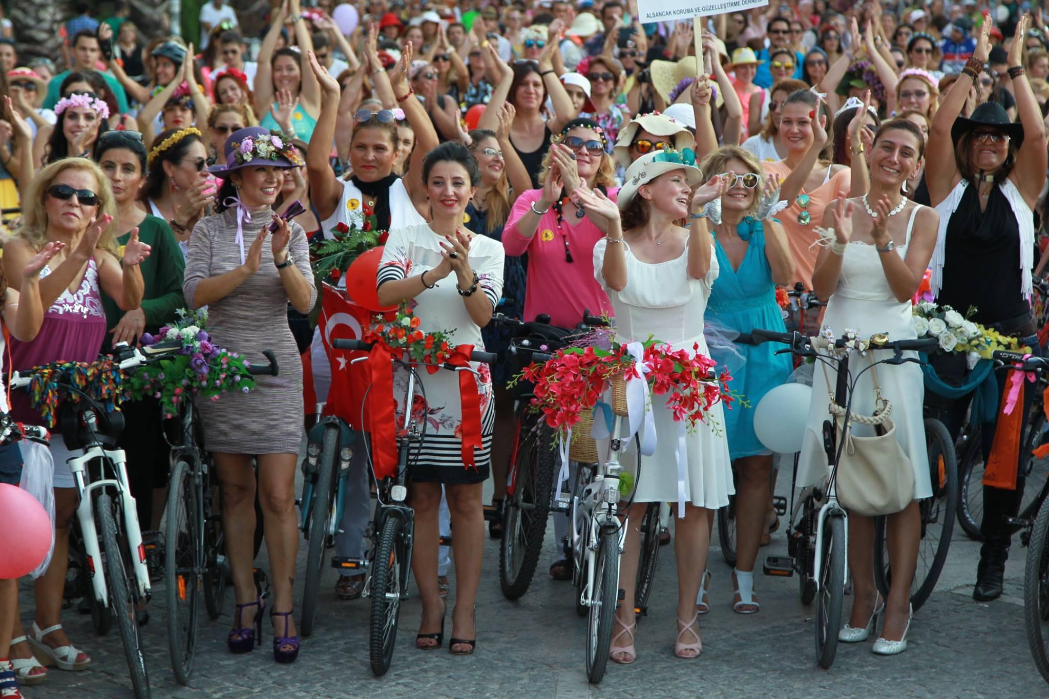 Neden Süslü Kadınlar Bisiklet Turu Yapılıyor?