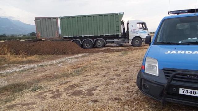 Tehlikeli Atığı Tarım Arazisine Dökerken Yakalandılar