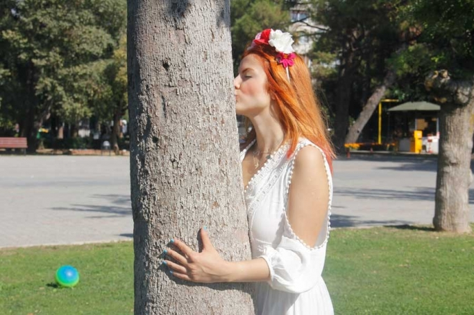 Kültürpark'ın talanına karşı ağaçla evlendi