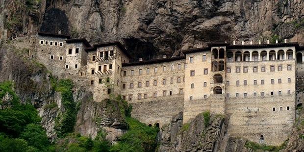 Eylül 2015'te bir yıllığına kapatılan Sümela Manastırı'nın akibeti meçhul
