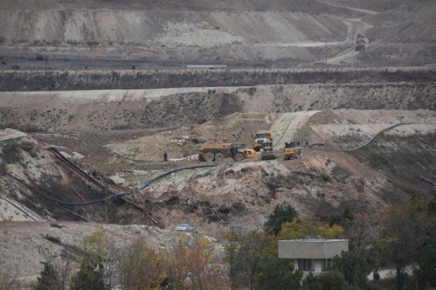 Köylü 'siyanür baraj seti çöktü'; şirket 'çökme yok' diyor