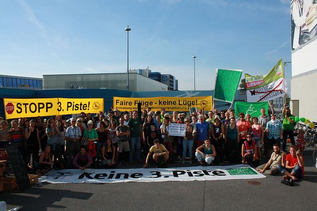 Havacılık sektörüne karşı Londra ve Viyana'da eş zamanlı eylem