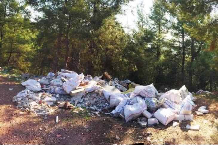 Marmaris'te ücret pahalı diye inşaat molozları ormana dökülüyor!