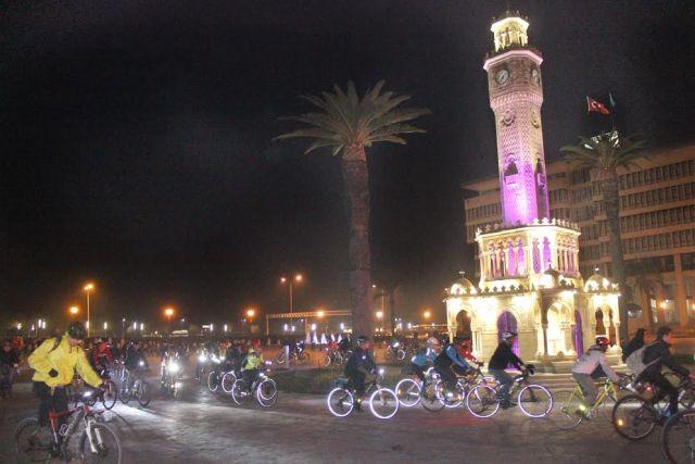 İzmirli bisikletçilerden 77. CM sonrası ortak karar: Bundan sonra hep trafikteyiz!
