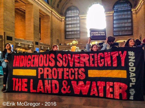 ABD: Siouxlarla Dayanışma İçin New York'ta Metro İstasyonu İşgal Edildi