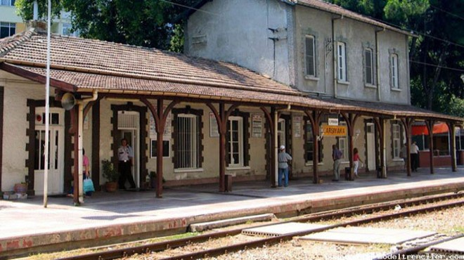 İzmir'deki asırlık istasyon TCDD'den kiralık!