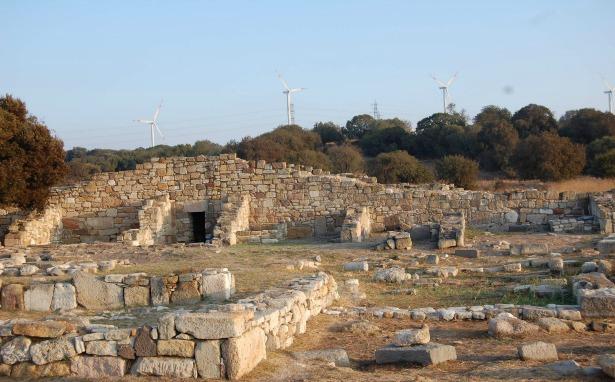 """Kyme Antik Kenti """"liman büyütme"""" projesiyle tehdit altında"""