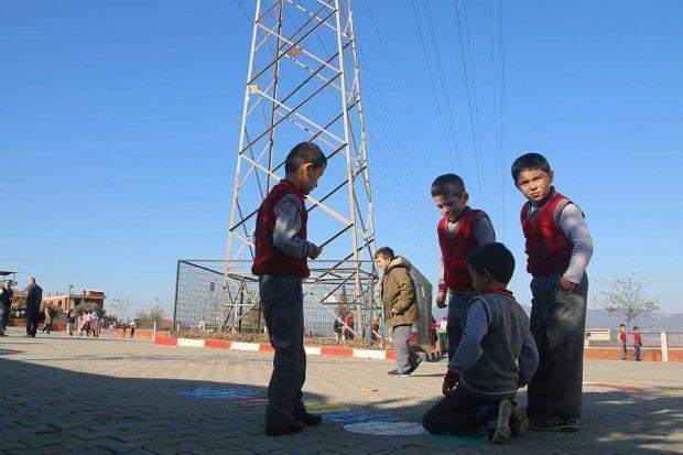 Okul bahçesinde yüksek gerilimli ölüm tehlikesi