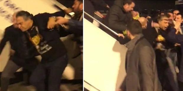 Barbaros Şansal'a 'karşılama': Polis gözaltıyla kalmadı, eliyle linç ettirdi