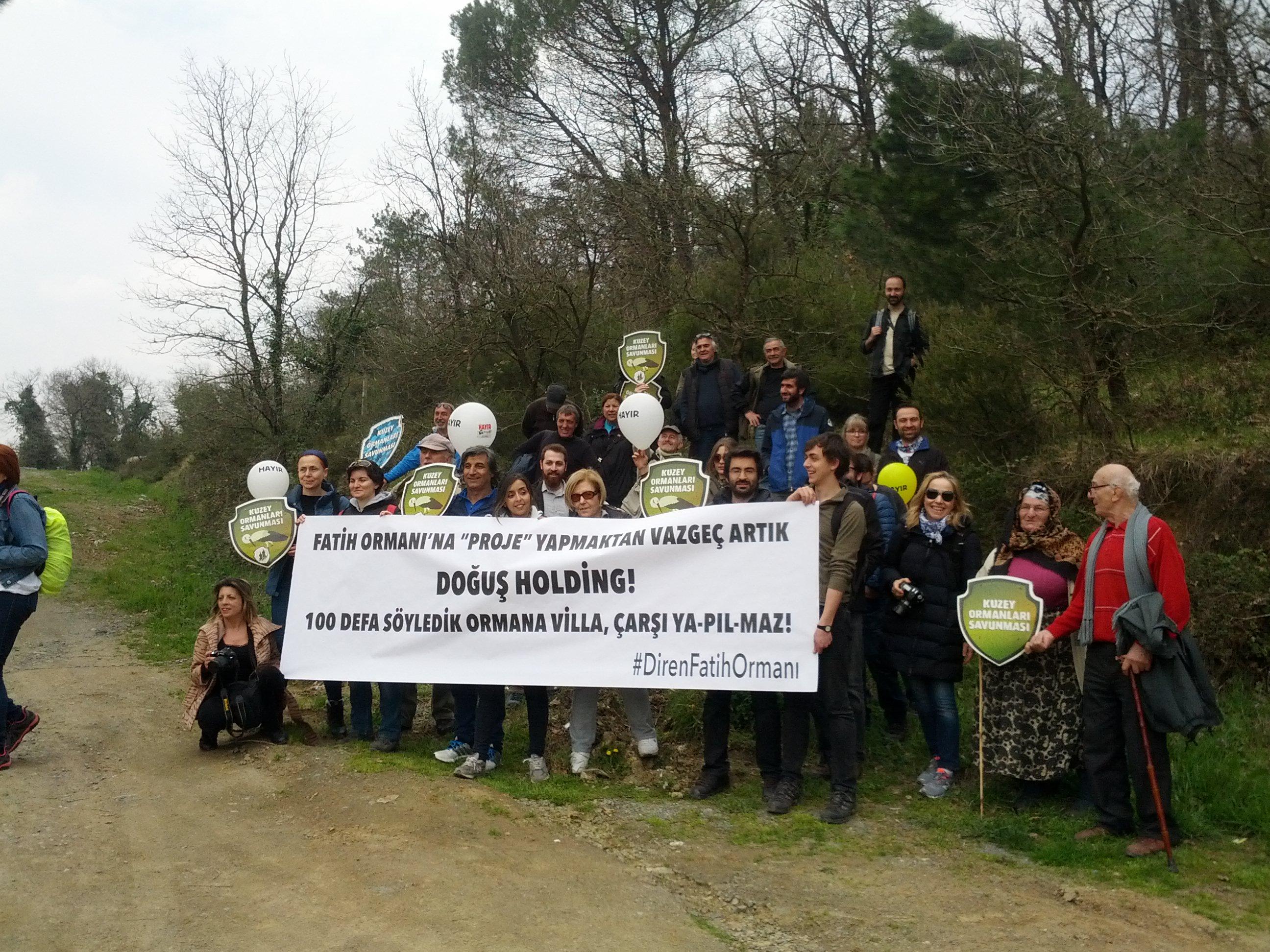 """#DirenFatihOrmanı Doğuş Holding önünde: """"Yüz kere söyledik Ormana Villa Ya-pıl-maz!"""""""