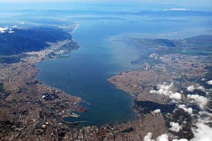 İzmir'in simgesi Körfez'i kurban etmeyin