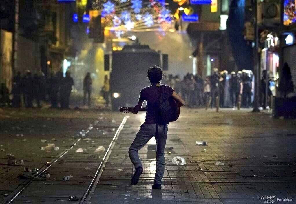 Meydan ve mühür: Gezi'den 16 Nisan'a siyasal tedrisat