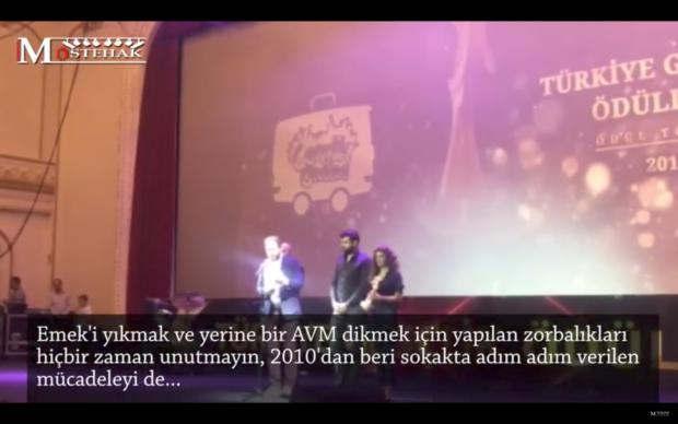 Grand Pera Emek Sahnesi'nde yapılan ödül törenine Alican Yücesoy'un AKM, Gezi ve Emek konuşması damgasını vurdu!