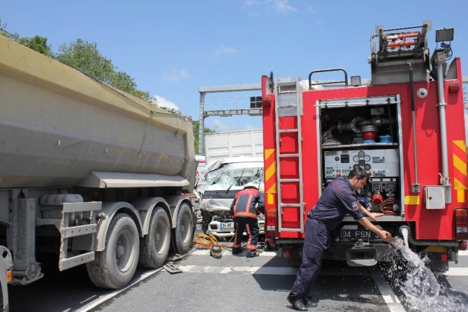 Kuzey Ormanlarını 'fetheden' hafriyat kamyonları vatandaşı biçmeye devam ediyor.