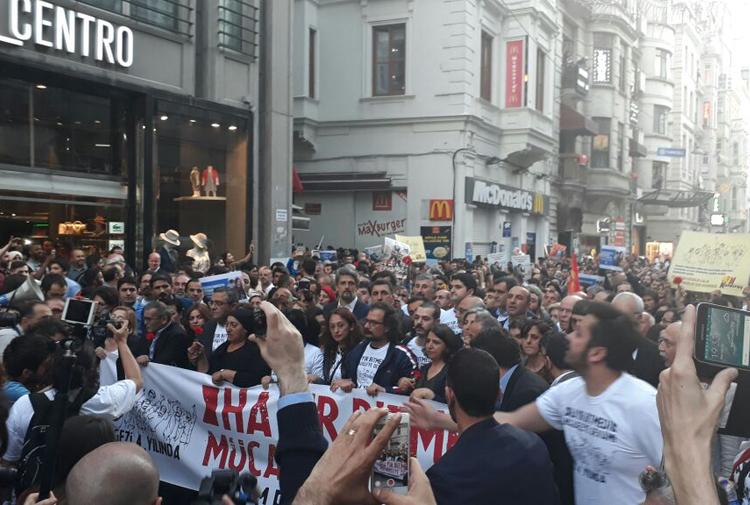 GEZİ'nin 4. Yılı | Ablukaya rağmen binler Taksim'de buluştu: 'Hayır bitmedi, mücadeleye devam'