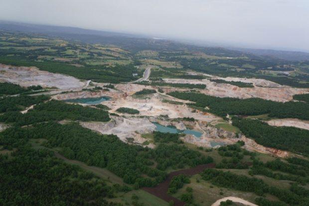 Edirne'de tarım topraklarına patlayıcı madde deposuna halk tepkili