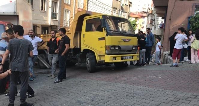 Hafriyat kamyonu teröründe bugün: Kağıthane'de ezilen iki kız kardeşten biri hayatını kaybetti!