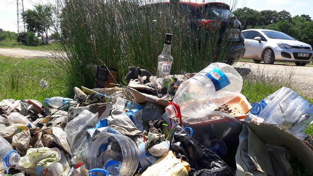 Kuzey Ormanları sahillerine ziyaretçi akını doğayı tehdit ediyor: Kıyıköy çöp içinde!