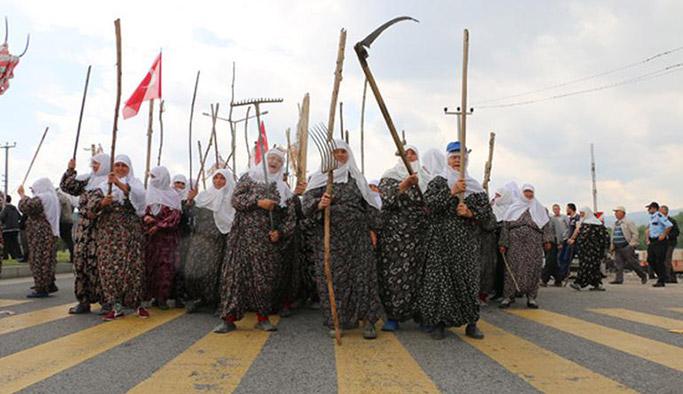 Merasını savunan yüzlerce köylü Kütahya – Eskişehir karayolunu trafiğe kapattı