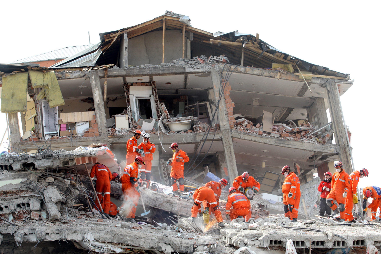 Vergi indi, Deprem kuşağındaki Türkiye'ye kalitesiz demir akıyor!