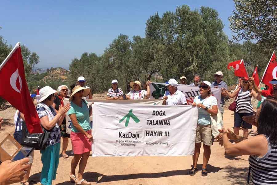 Ayvacık Köylüleri zeytinini savunuyor, direniş nöbeti sürüyor
