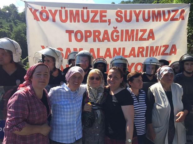 Rize Pazar'da yurttaşlar taş ocaklarına karşı nöbette: Şirketten geri adım