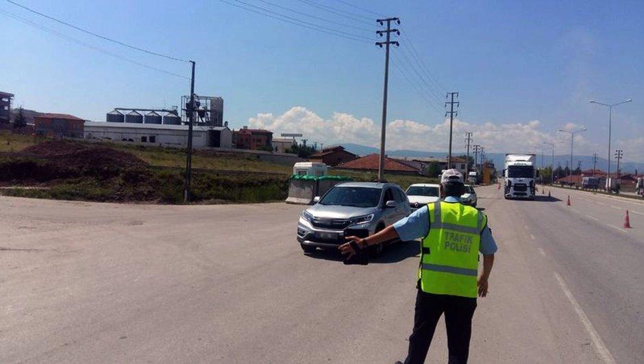 Hafriyat kamyonlarından rüşvet aldıkları için gözaltına alınan 85 trafik polisi ve 50 kamyon şoförü serbest bırakıldı