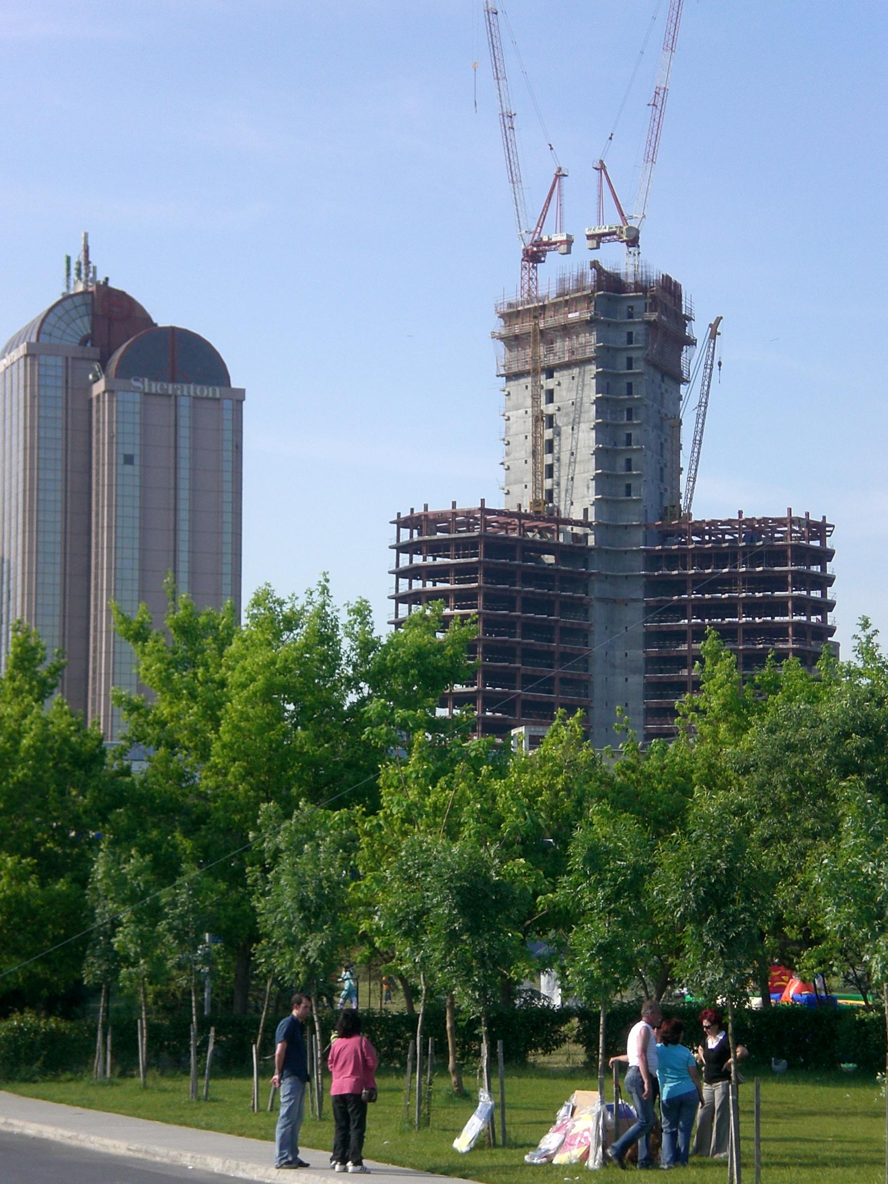 İBB, Fatih ve Belgrad Ormanı'nı kuşatan beton kulelerden birine daha ruhsat verdi!