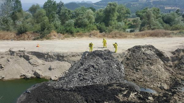 Sakarya Nehri'ne HES yaptıkları yetmemiş inşaat sahasına tonlarca atık gömmüşler!