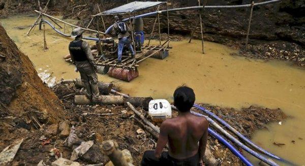 Madencilerin Amazon yerlilerini öldürdüği iddia edildi