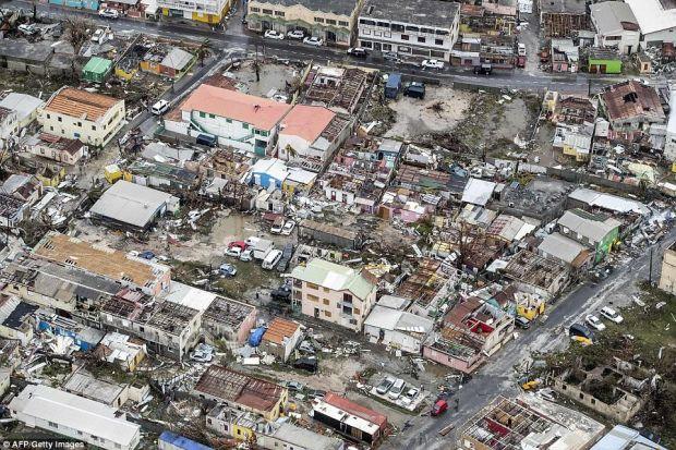Irma Kasırgası Karayipler'i yıkıp geçiyor: En az 8 can kaybı