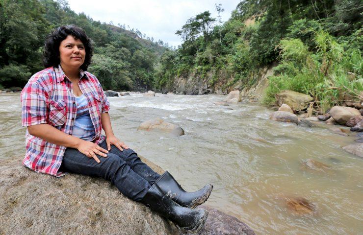 Doğa savunucusu Berta Cacerescinayetinin arkasından doğayı tahrip ederek baraj yapacak şirket çıktı
