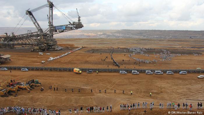 Eylemciler Avrupa'nın en büyük kömür ocağını bastı