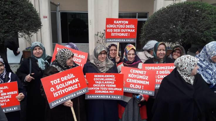 Danamandıra köylülerinden Çevre Müdürlüğü önünde eylem: Taş ocağı kaderimiz değil