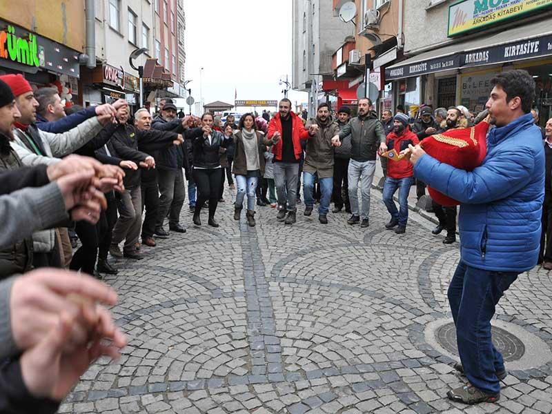 Rize Fındıklı'da HES'çi şirket kaybetti, 11 yıldır direnen Fındıklı Halkı zaferini türkü ve horonlarla kutladı