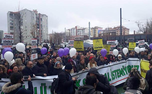"""Eskişehirliler termik santrale karşı sokakta: """"Kömür solumayalım"""""""