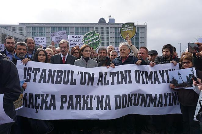 Maçka Parkı'ndaki tünel için yapılan ağaç kesimi İBB'nin önünde protesto edildi
