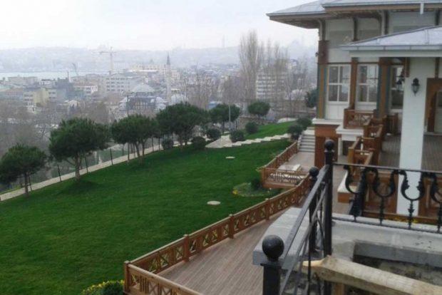 İBB, Cihangir Roma Parkını tel örgülerle ayırdı