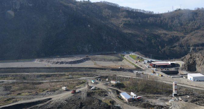 Su kuyularının bulunduğu alanda yer alan çöp tesisine kimyasal atık döküldüğü iddiası halkı tedirgin etti