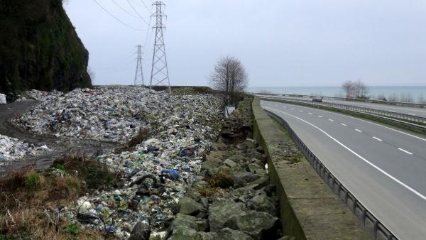 Doğu Karadeniz'de vahşi çöp depolama yöntemleri doğayı ve çevre sağlığını tehdit ediyor