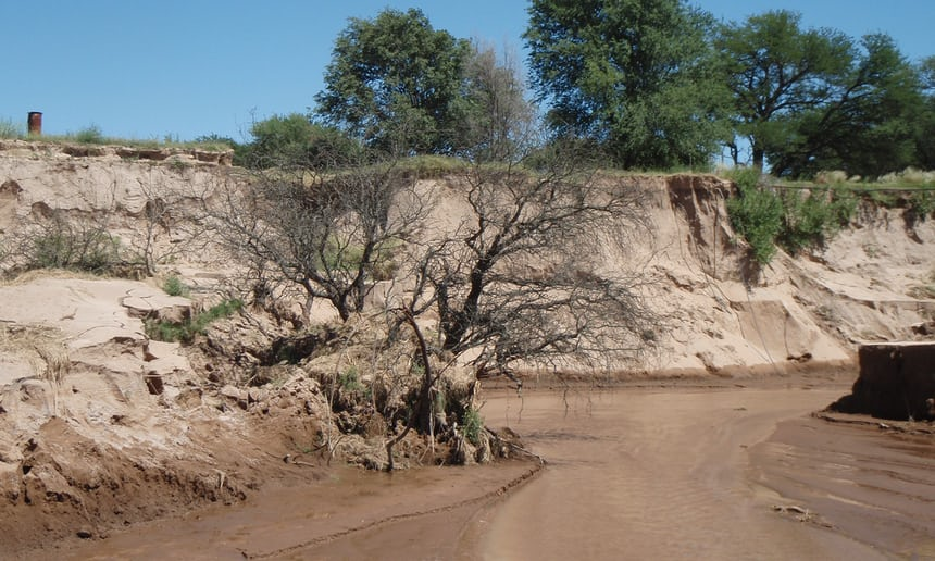 """Doğanın """"Yeter!"""" dediği an: Arjantin'de bir gecede ortaya çıkan nehir"""