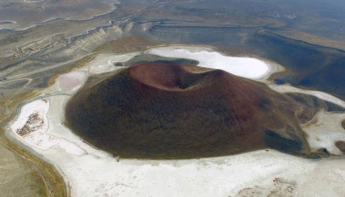 'Dünyanın nazar boncuğu' Meke Gölü tamamen kurudu