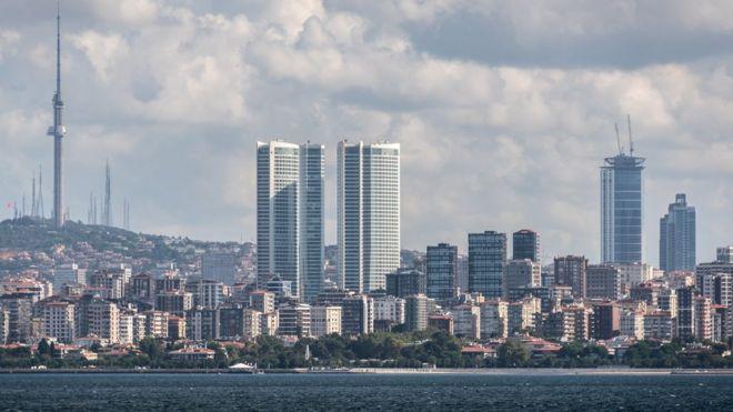 Guardian: 'Türk Lirası'ndaki krizi İstanbul'un siluetinde görmek mümkün': Dövizle borçlanarak habire inşaat!
