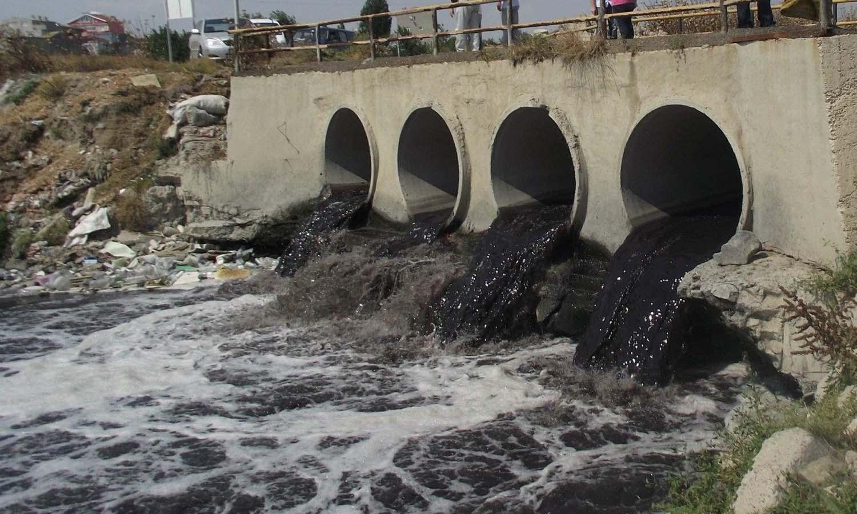 Nehirlerdeki su kirliliği korkutan seviyede: Yıllardır simsiyah akıyor