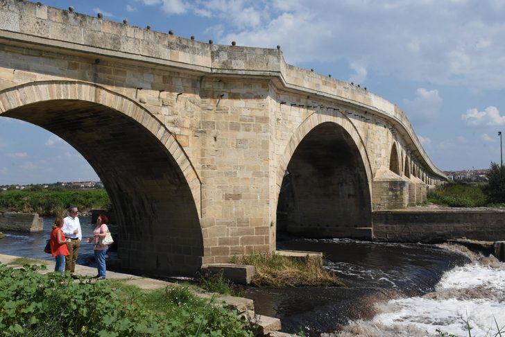 Istrancalardan doğarak Trakya'ya can suyu olan Ergene Nehri sanayinin kanalizasyon atığına döndü