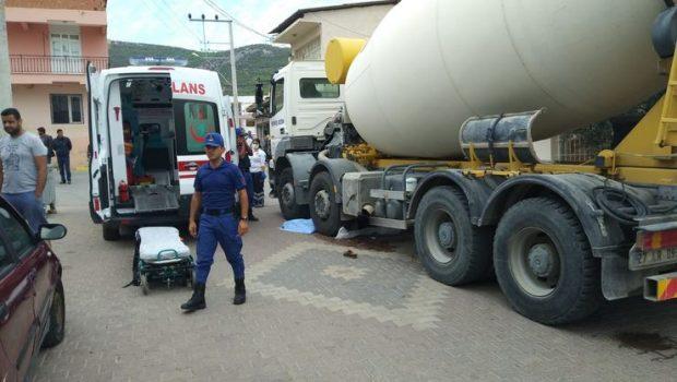 İnşaat araçları can almaya devam ediyor; İzmir'de beton mikseri şöförü 76 yaşındaki kadını ezdikten sonra kaçtı